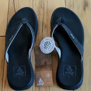 NWT Reef Black Flip flops